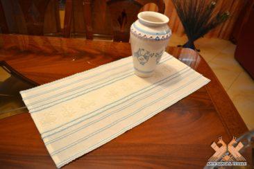centrino lino fine disegno pavoncelle con righe colorate
