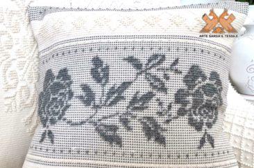 cuscino disegno fasce di rose