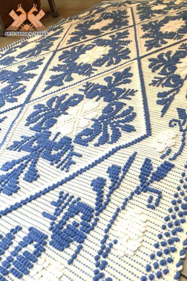 tappeto semipieno pistoccu 2 colori con rosellina a bordo